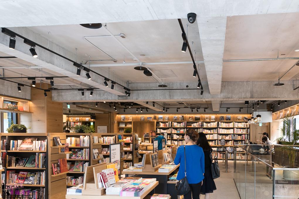 屋書店sutaya Bookstore